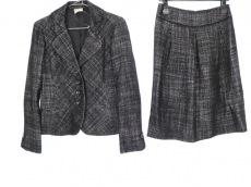 スチェッソのスカートスーツ