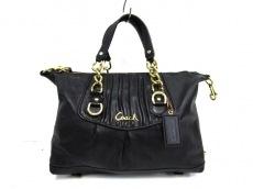 COACH(コーチ)のアシュレイ ギャザード レザー サッチェルのハンドバッグ