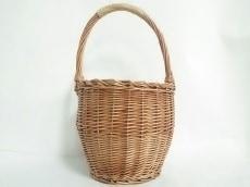 コントロールフリークのハンドバッグ