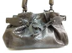 コブラのハンドバッグ