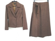 ジリのスカートスーツ