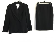 ミュグレーのスカートスーツ