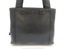CHANEL(シャネル)のキャビアスキンのショルダーバッグ