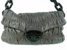 PRADA(プラダ)のギャザーバッグのショルダーバッグ