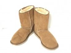 クーラブラのブーツ