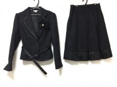 エープラウドリーのスカートスーツ