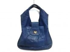 ブルガのハンドバッグ