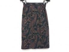 エセヤージュのスカート