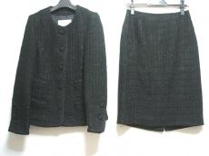 リミニのスカートスーツ