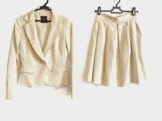 スウィングルのスカートスーツ
