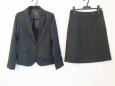 ブリリアントステージのスカートスーツ