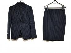 Kiton(キートン)のスカートスーツ