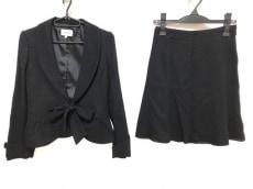 プライドグライドのスカートスーツ