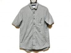 カーリーのシャツ