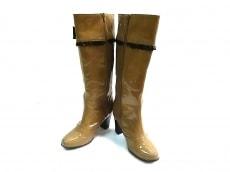 トゥービーシックのブーツ