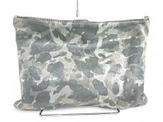 ミカサロレアのクラッチバッグ