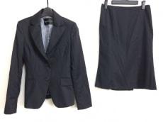 ボナジョルナータのスカートスーツ