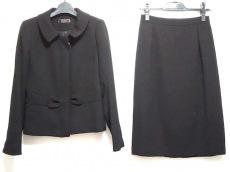 フィオーレリュクスのスカートスーツ