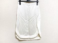 ケイ シラハタのスカート