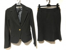 マーキュリーデュオのスカートスーツ