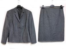 ベルヴェストのスカートスーツ
