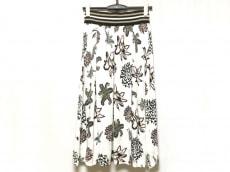 アドニシスのスカート