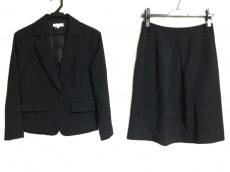 レステラのスカートスーツ