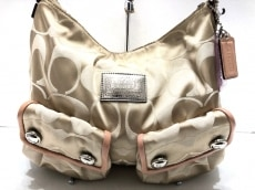 COACH(コーチ)のポピー シグネチャー ポケット ホーボーのハンドバッグ