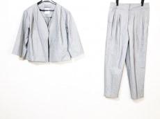 トーナルのレディースパンツスーツ
