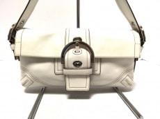 COACH(コーチ)のソーホー レザー スモールフラップのショルダーバッグ