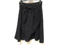 エモモナキアのスカート
