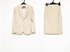 インタープラネットのスカートスーツ
