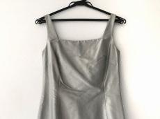 ローレルのドレス