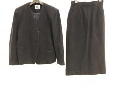 アイエス イッセイミヤケのスカートスーツ