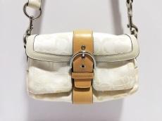 COACH(コーチ)のソーホー オプティックシグネチャー スモールクロスボディポケットのショルダーバッグ
