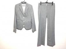 Kiton(キートン)のレディースパンツスーツ