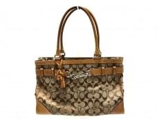 COACH(コーチ)のシグネチャーキャリーオールのハンドバッグ