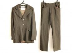 ビューティービーストのレディースパンツスーツ