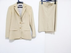 カルソンのスカートスーツ