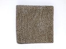 レッドウォールボルボネーゼの2つ折り財布
