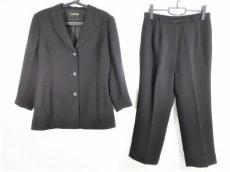 ラピーヌのレディースパンツスーツ
