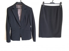ミッシェルクランのスカートスーツ