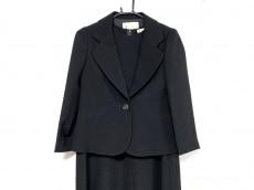 ラピーヌのワンピーススーツ