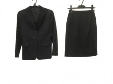 レミューのスカートスーツ
