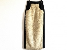トゥエモントレゾアのスカート