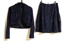 ギャバジンケーティのスカートスーツ