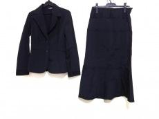 ネロ/センソユニコのスカートスーツ