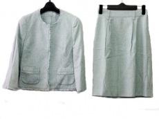 マヌーカのスカートスーツ