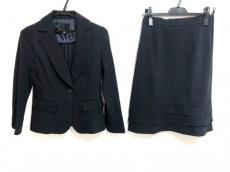 クリアインプレッションのスカートスーツ