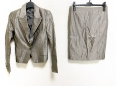 ブラックバイマウジーのスカートスーツ